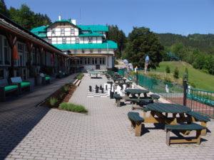 Hotel Pod Zvičinou, terasa, Podkrkonoší