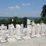Zahradní šachy - terasa Hotelu Pod Zvičinou